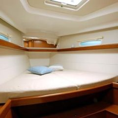 charter yacht bow cabin oceanis 43