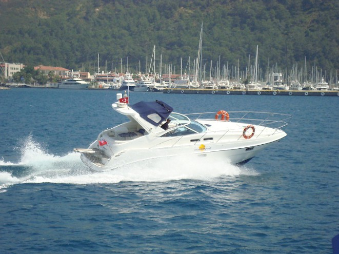 Sealine S34 motora alquiler Ibiza Formentera navegando a tope