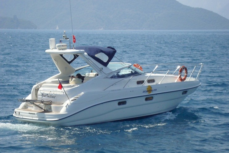 Sealine S34 motor boat charter Ibiza Formentera cocina sailing
