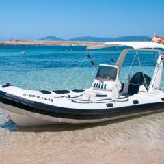 Alquila esta lancha semirrigida Valiant 620 en Formentera e Ibiza